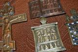 Малая куча старинных латунных иконок
